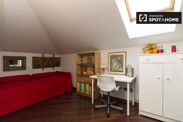 Bonita habitación en casa de 3 dormitorios en Cinisello Balsamo, Milán