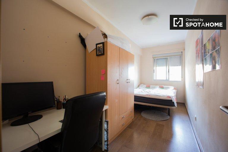 Quarto luminoso, apartamento de 3 quartos em El Pla de Real, Valência