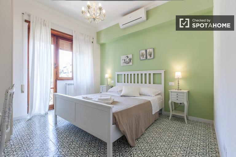 Camera enorme in appartamento a Appio Latino, Roma