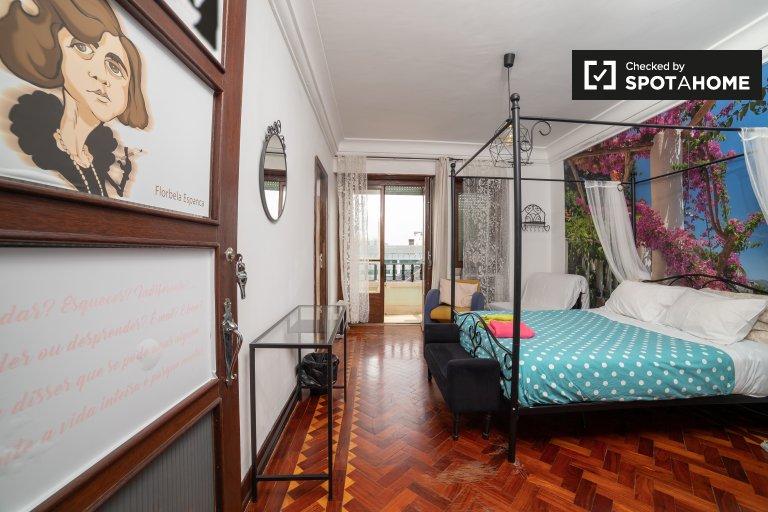 Sypialnia do wynajęcia, 6-pokojowe mieszkanie, Santo António