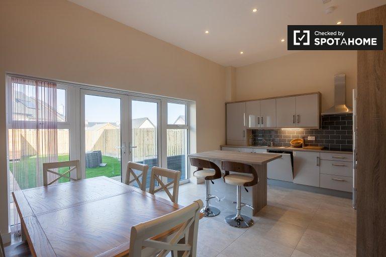 Nowy 4-pokojowy dom do wynajęcia w Malahide, Dublin