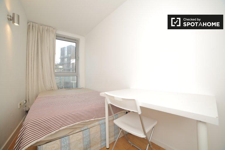Hackney, Londra'da 4 yatak odalı dairede mobilyalı oda