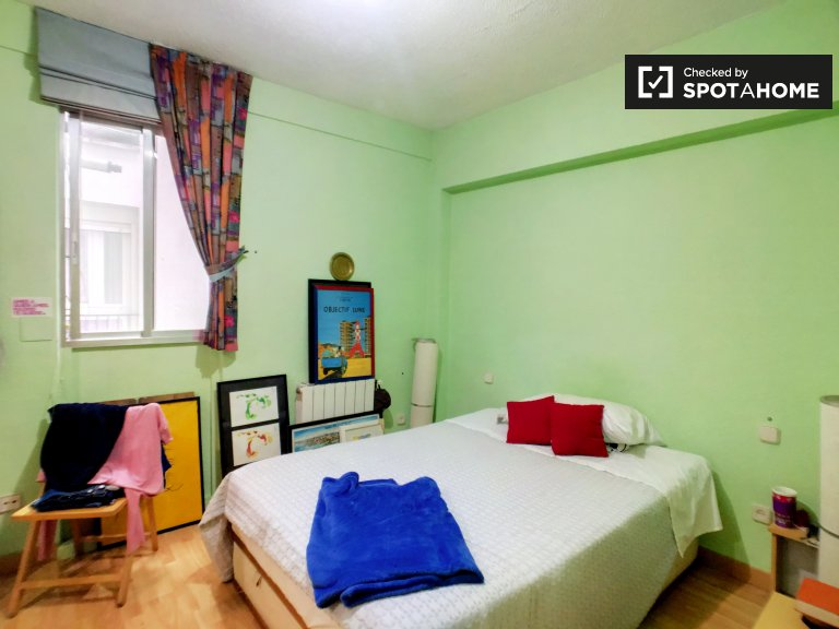 Rooms for rent in 3-bedroom apartment in La Latina, Madrid