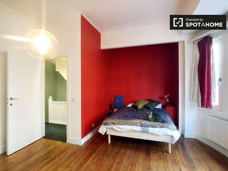 Chambre à louer dans une maison de 4 chambres à coucher à Forest, Bruxelles