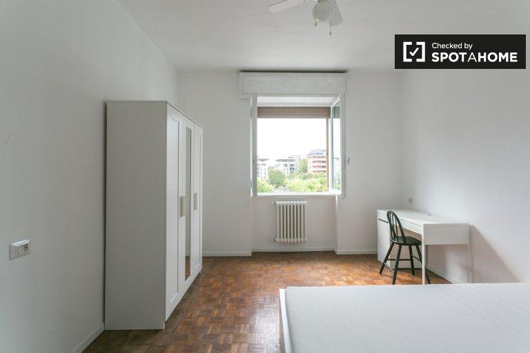 Jasny pokój w apartamencie w Vigentino w Mediolanie