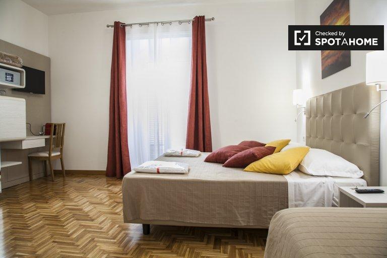 Quarto para alugar em apartamento de 6 quartos em Salario, Roma