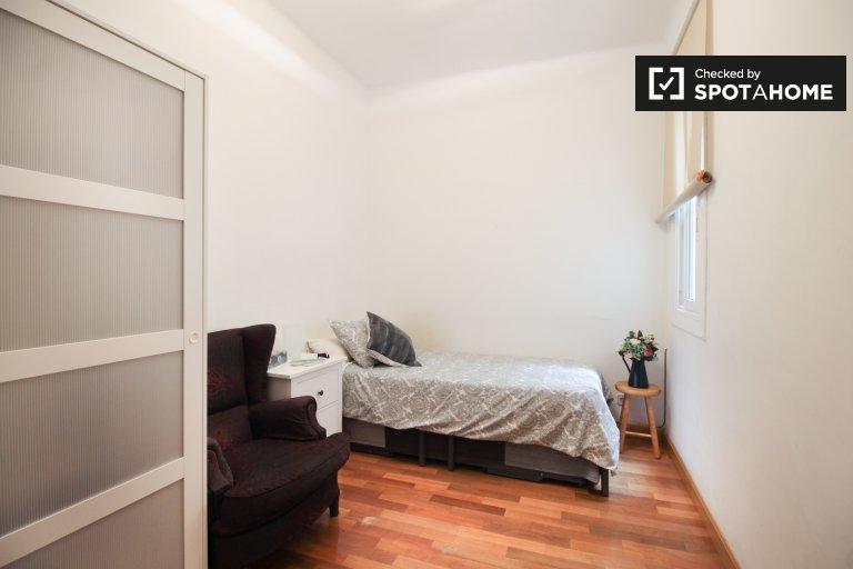 Gracia, Barcelona'da 2 yatak odalı dairede kiralık oda
