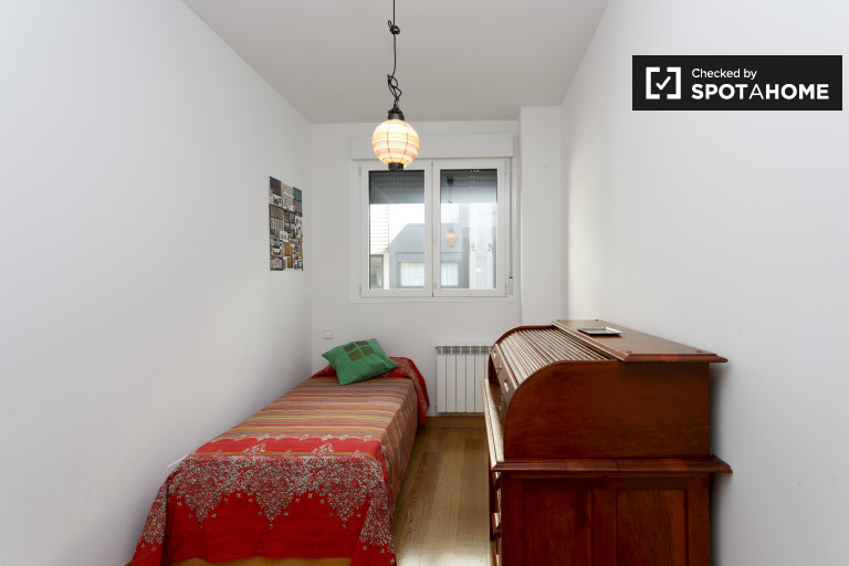 Furnished room in apartment in Delicias and Legazpi, Madrid