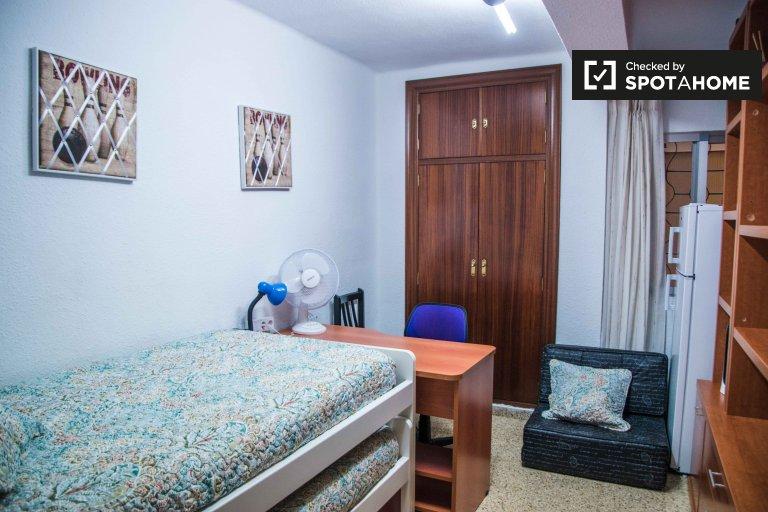 Chambre meublée dans un appartement de 3 chambres, L'Olivereta, Valence