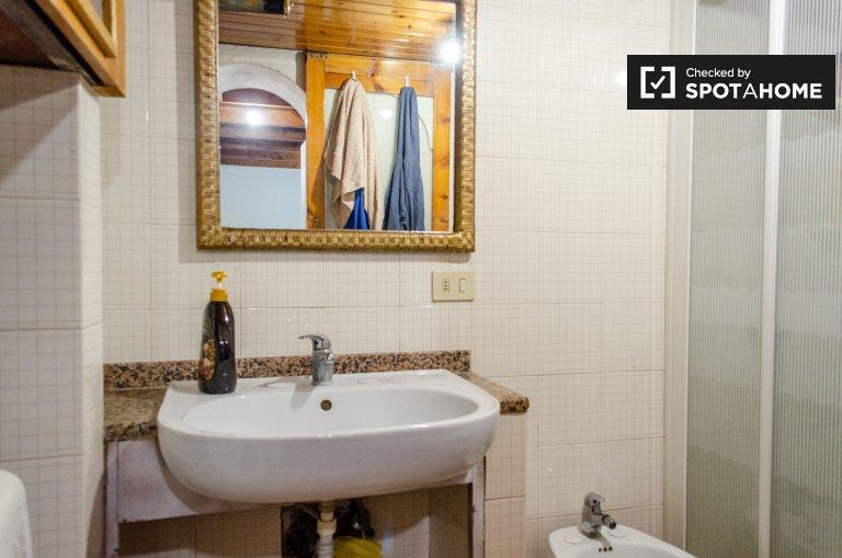 Łóżka do wynajęcia w przytulnym pokoju wieloosobowym, apartament z 2 sypialniami