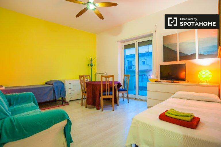 Quarto para alugar em apartamento de 2 quartos bonito em Roma XII, Roma