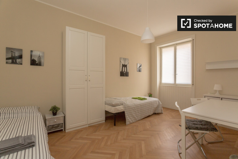 Modern room in 2-bedroom apartment in Solari, Milan