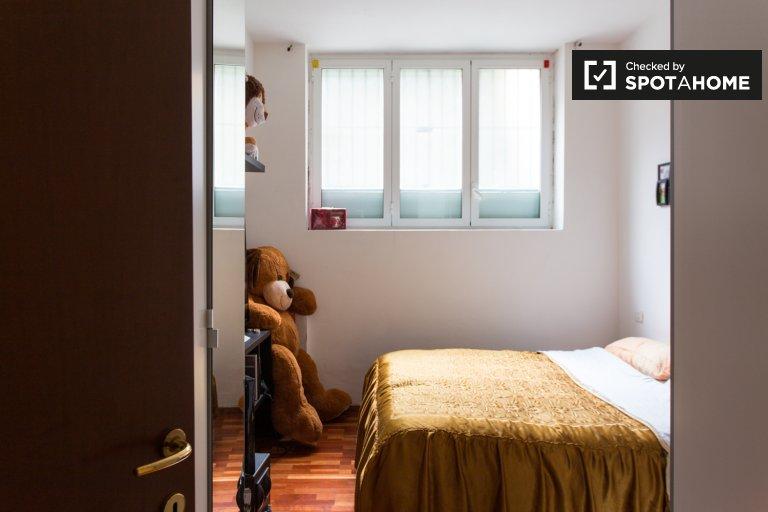 Room for rent in 2-bedroom apartment in Bruzzano, Milan