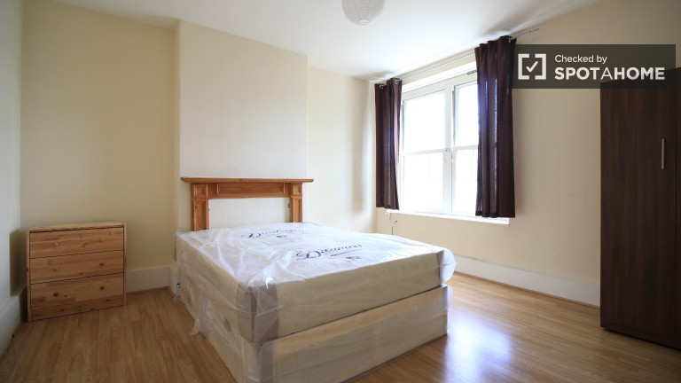 Bedroom 1 with double bed, couples allowed