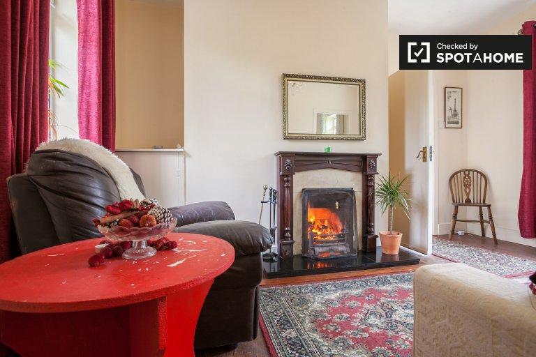 Przytulny dom z 2 sypialniami do wynajęcia w Carrickmines w Dublinie