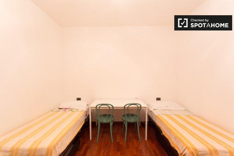 Nice room to rent in 2-bedroom apartment in Bicocca, Milan