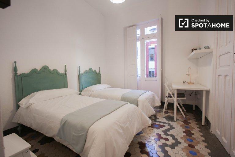 Pokój z balkonem w apartamencie z 3 sypialniami w Walencji