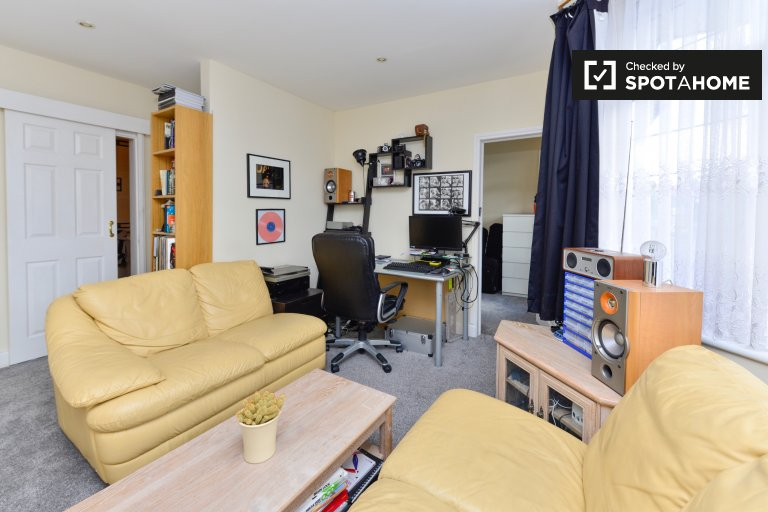 Bright and cosy 1-bedroom apartment to rent in Bounds Green