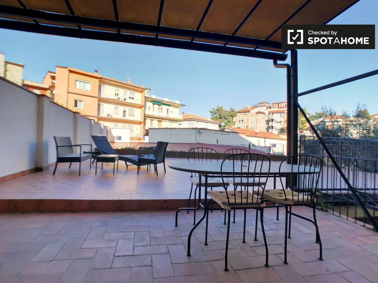 Charming 1-bedroom apartment with terrace to rent in Porta al Prato