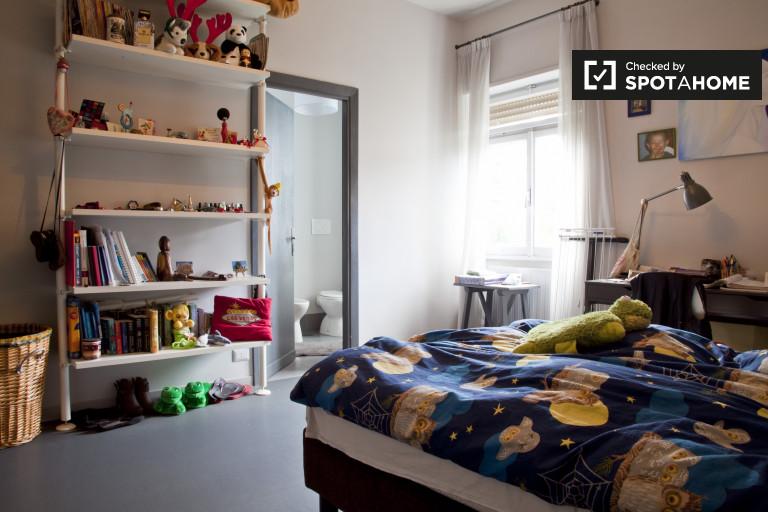 Bedroom 2 - en-suite double
