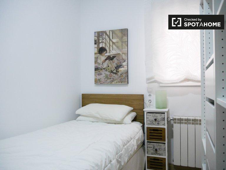 Pokój do wynajęcia w apartamencie z 2 sypialniami w Usera w Madrycie