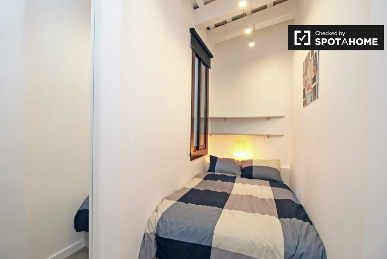 Private room in 5-bedroom apartment in El Raval, Barcelona