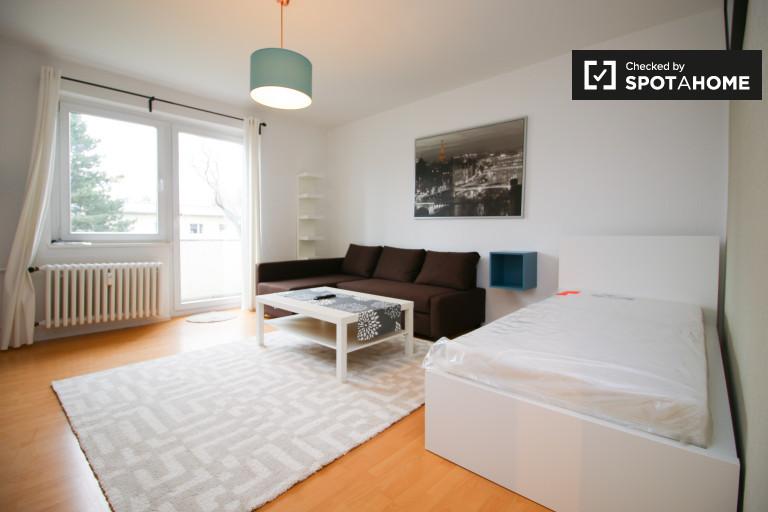 Single Bed in Rooms for rent in modern 2-bedroom apartment in Lichterfelde