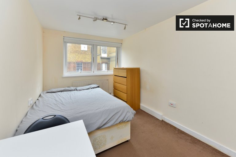 Double Bed in Rooms to rent in bright 2-bedroom house near Caledonian Park