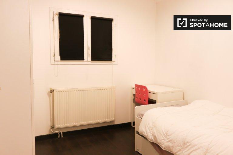 Quarto para alugar em casa de 3 quartos em Rueil-Malmaison