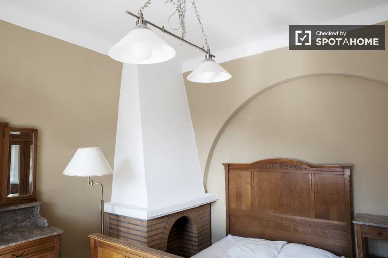Camera decorata in appartamento condiviso a Bruxelles