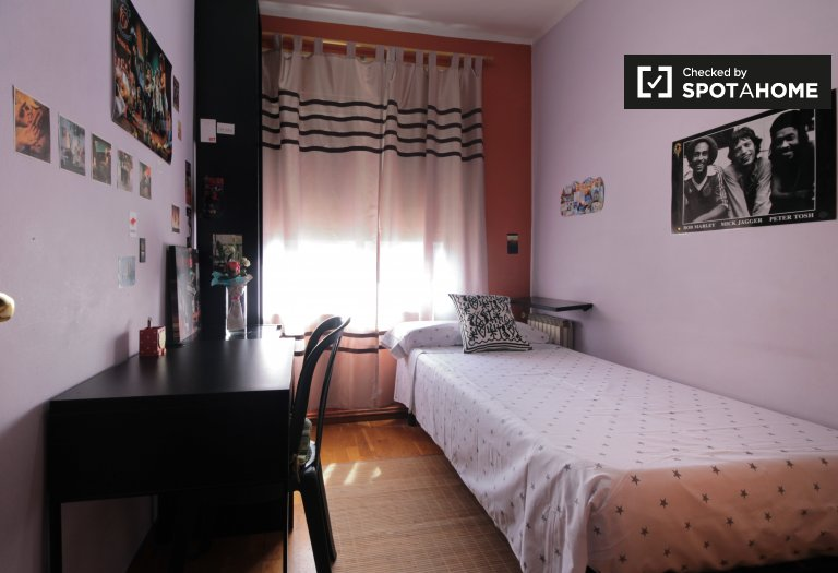 Bright room for rent in Navas, Barcelona