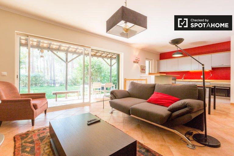 Spazioso appartamento con 3 camere da letto in affitto a Aroeria, in Portogallo