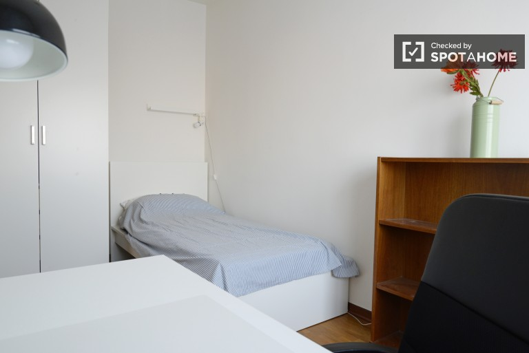 Furnished room in apartment in Bicocca, Milan