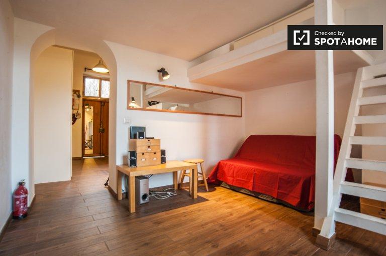Niedrogi apartament typu studio do wynajęcia w Testaccio, Rzym