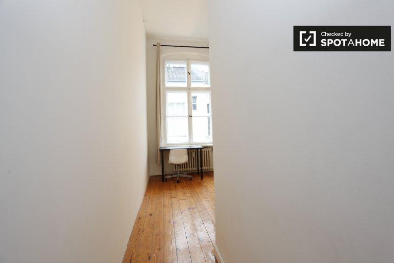 Chambre meublée dans un appartement de 3 chambres à Mitte, Berlin