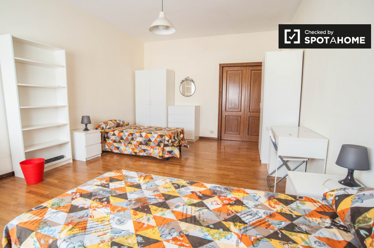 Twin Beds in Large rooms for rent in a spacious 4-bedroom apartment in Trieste
