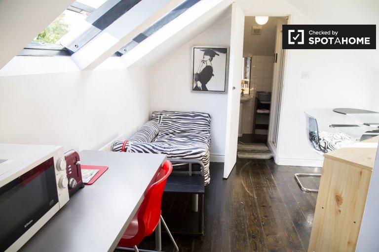 Niezależny pokój do wynajęcia w domu z 4 sypialniami w Churchtown