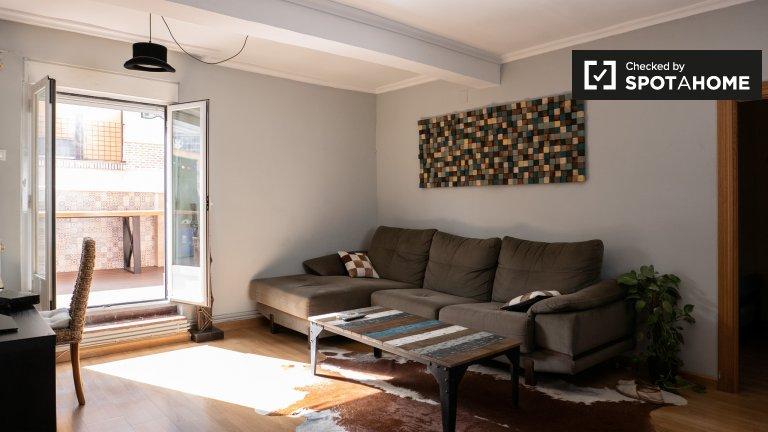 Apartamento espaçoso com 2 quartos para alugar em Tetuán, Madrid