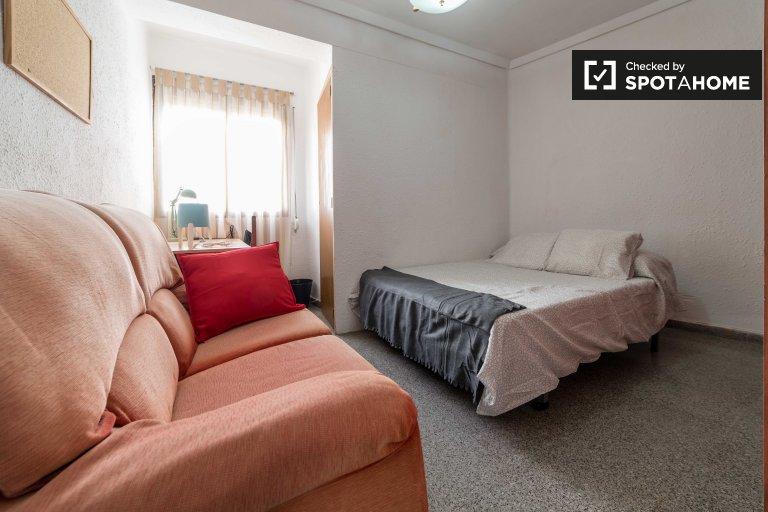 Chambre à louer dans un appartement de 4 chambres à La Saïdia, Valence