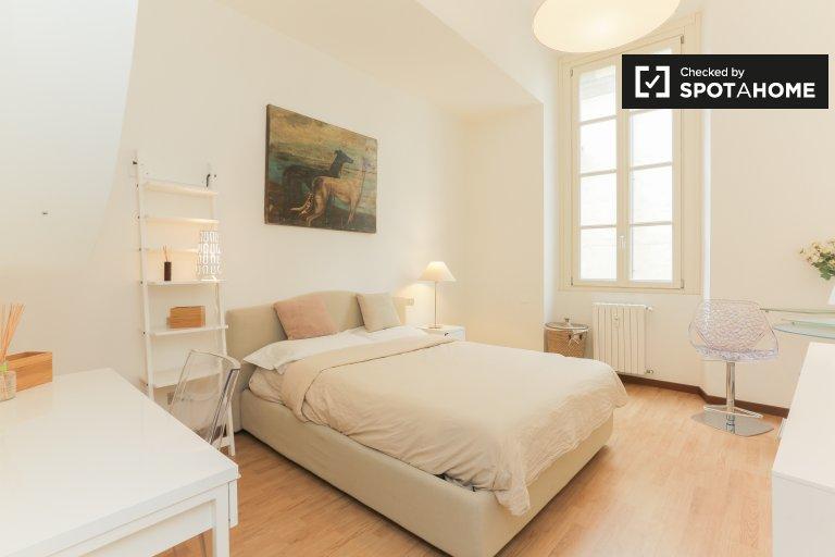 Milan'ın tarihi merkezindeki 4 yatak odalı dairede oda