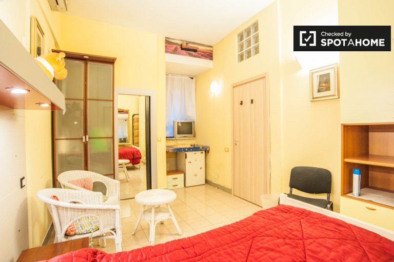 Single Bed in Rooms for rent in a furnished 3-bedroom apartment in Nomentano