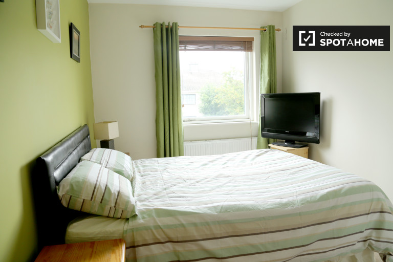 Luminous room in 2-bedroom apartment in Clonshaugh, Dublin