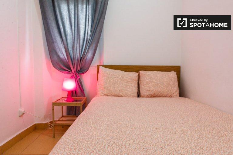 Przytulny pokój w apartamencie z 2 sypialniami w El Born, Barcelona