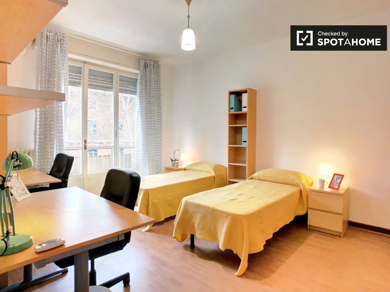 Twin single room in 2-bedroom apartment, Navigli, Milan