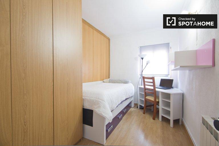 Comfortable room, 2-bedroom apartment, Carabanchel, Madrid