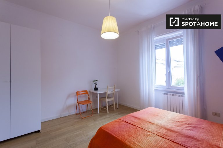 Colorful room for rent in Centocelle, Rome