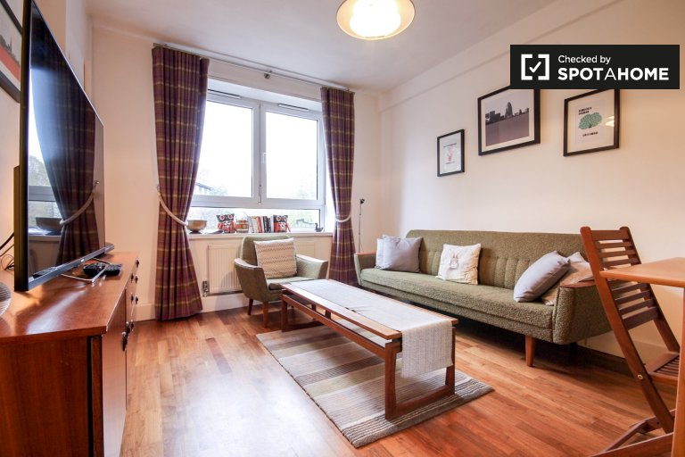 Stylish 2-bedroom apartment to rent in Southwark, Travelcard Zone 1