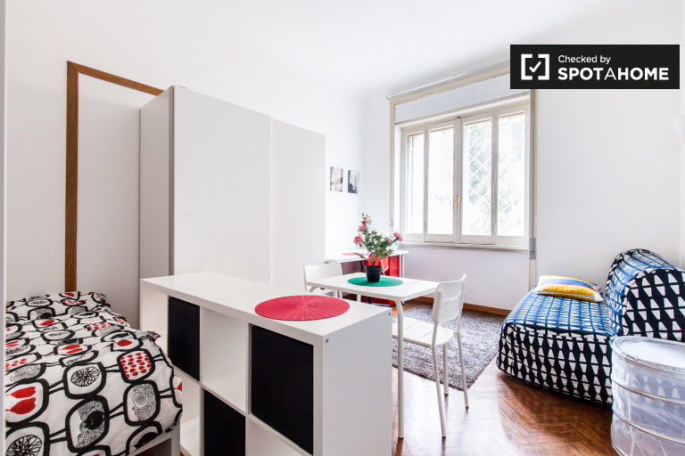 Double Bed in Rooms for rent in a renovated 8-bedroom apartment in Trieste