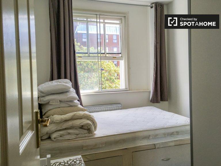 Room in 2-bedroom flatshare in Kensington & Chelsea, London