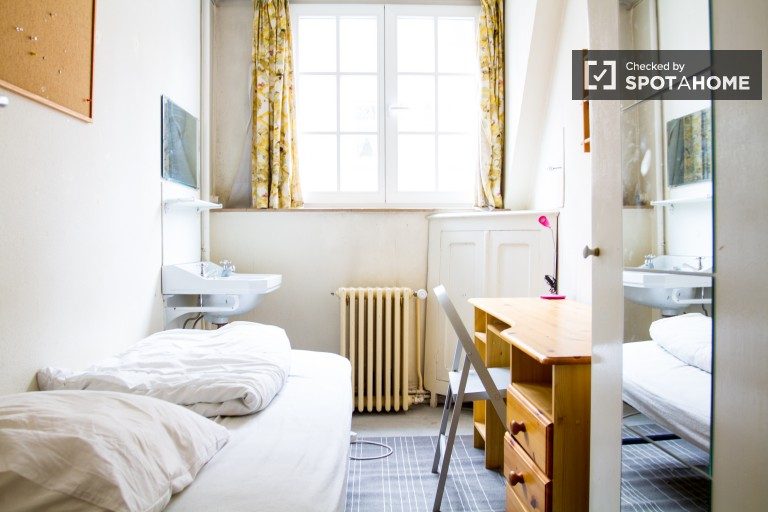 in Rooms for rent to female students in house with balcony in Etterbeek area